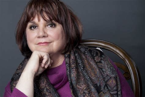 Linda Ronstadt makes rare appearance, speaking in West