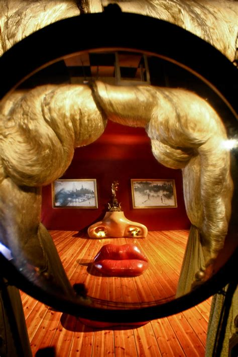Salvador Dali Illusion | This is a real room that doesn't