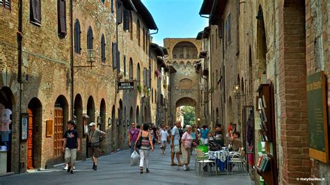 Pictures of San Gimignano, photo gallery and movies of San
