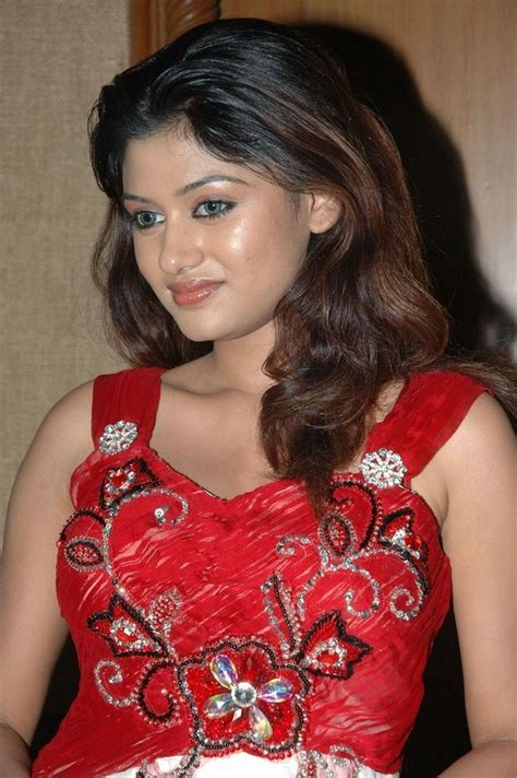 Oviya Photos, Pictures and Images