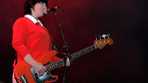 Bassist Kim Deal Tries To Leave The Pixies, Fails To Leave