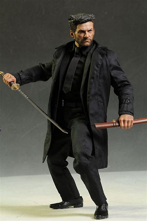 Review and photos of Hot Toys The Wolverine action figure