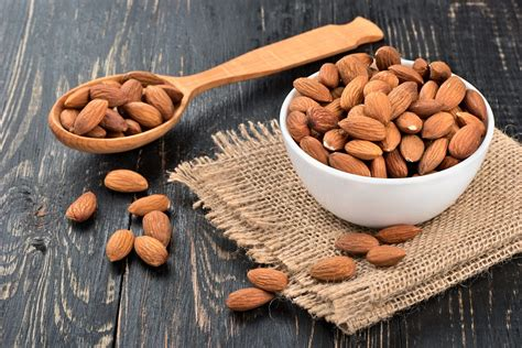 Almonds: properties, benefits and side effects
