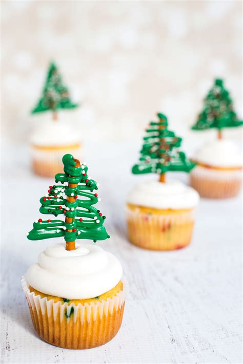 Christmas Cupcakes - Deliciously Declassified