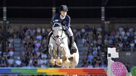 Bill Gates' daughter to marry Egyptian horse rider | CGTN