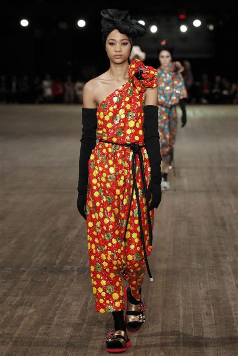 MARC JACOBS SPRING 2018 WOMEN'S COLLECTION | The Skinny Beep