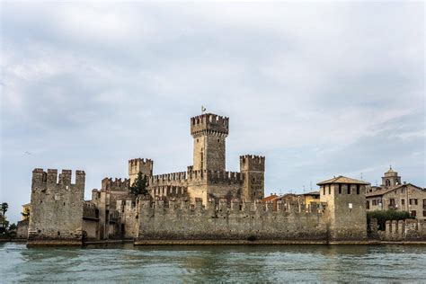 Sirmione: An Essential Lake Garda Experience - Finding the