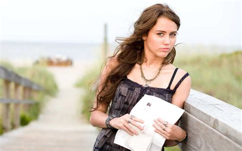 Miley Cyrus in The Last Song Movie Wallpapers | HD